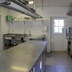 Profi-Küche im barrierefreien Gruppenhaus Ameland für behinderte Menschen in den Niederlanden