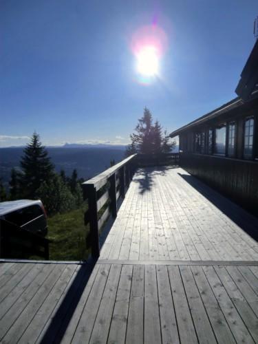 Aussicht von der Terrasse des norwegischen Gruppenhauses Utiskten