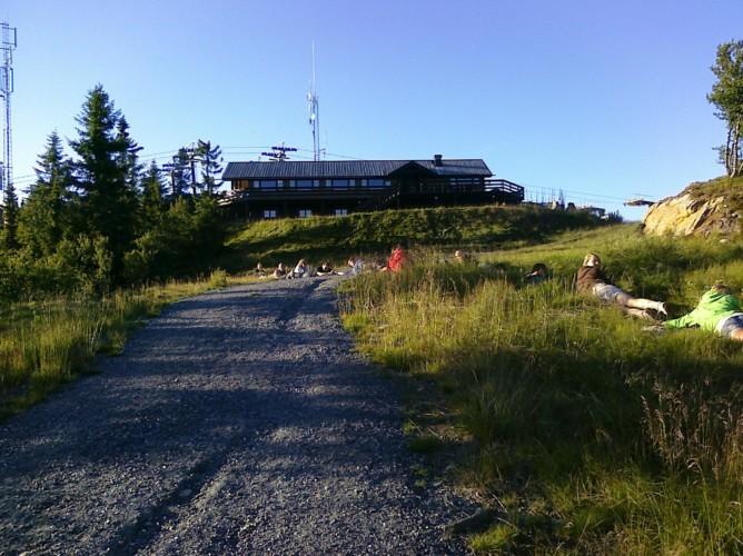 Blick auf das norwegische Gruppenhaus Utiskten