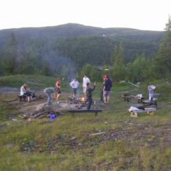 Lagerfeuerstelle am norwegischen Gruppenhaus Utsikten