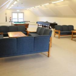Freizeitraum im norwegischen Gruppenhaus für Jugendfreizeiten Ognatun Ungdomssenter