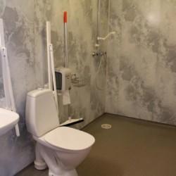 rolli-gerechtes Bad im norwegischen Gruppenhaus Ognatun Ungdomssenter