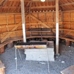 Die Grillhütte kann als Lagerfeuerstelle für das Singen am Lagerfeuer im norwegischen Freizeitheim Omlid genutzt werden.
