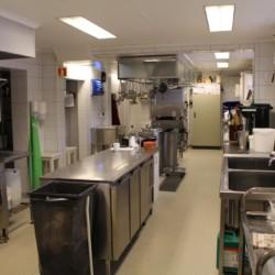 Der Küchenbereich des Gruppenhauses Sjöglimt in Norwegen.
