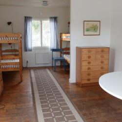 Ein Zimmer im schwedischen Freizeitheim Ängskär.