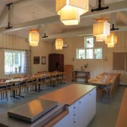 Speisesaal im Freizeithaus Bovik Lägergård in Schweden.