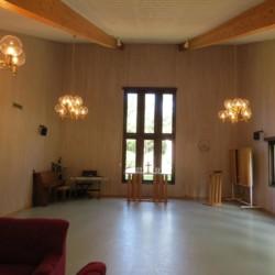 Kirchsaal im Freizeithaus Bovik Lägergård in Schweden.