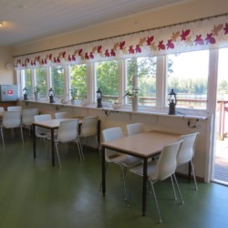 Der Speisesaal des Gruppenhauses Bovik Lägergård in Schweden.