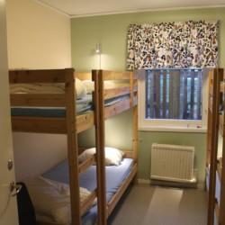 Die Vierbettzimmer im schwedischen Gruppenhaus Bovik Lägergård.