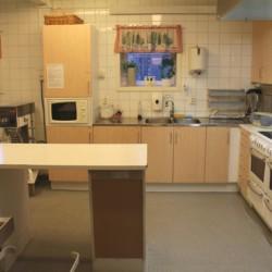Die Küche im schwedischen Freizeithaus Bovik Lägergård.