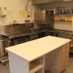 Die Küche im schwedischen Gruppenhaus Bovik Lägergård.