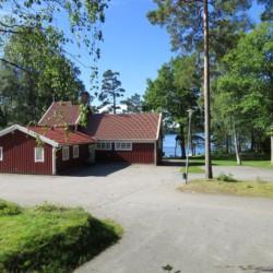 Das schwedische Gruppenhaus Bovik Lägergård mitten in der Natur.