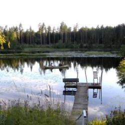See vom schwedischen Freizeitheim Kåfalla Herrgård am See für Kinderfreizeiten