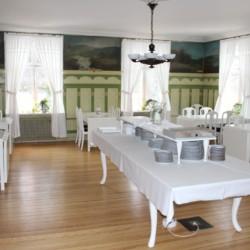 Speisesaal vom schwedischen Gruppenhaus Kåfalla Herrgård am See für Kinderfreizeiten