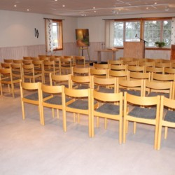 Kapelle vom schwedischen Gruppenhaus Kåfalla Herrgård am See für Jugendfreizeiten