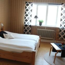Doppelzimmer im schwedischen Freizeitheim Kåfalla Herrgård am See für Kinderfreizeiten