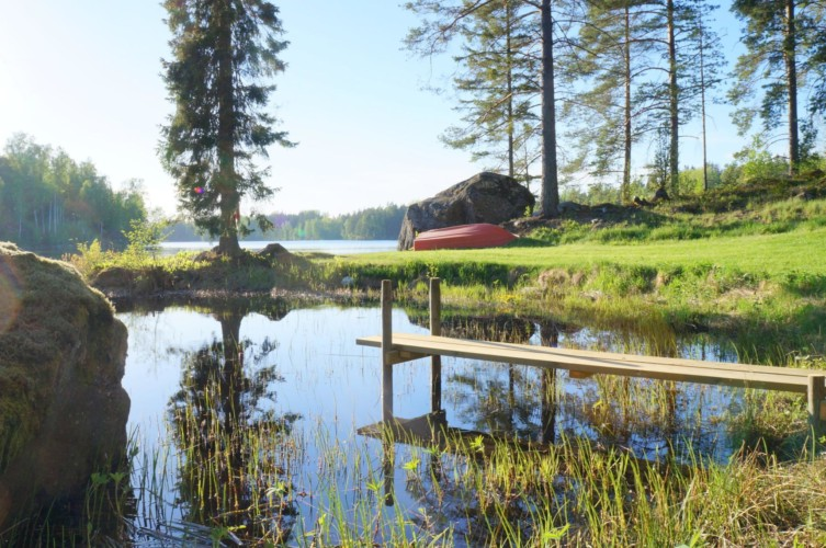 Der See zum Gruppenhaus Sommarhagen in Schweden.