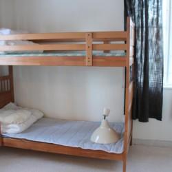 Ein kleineres Zimmer im Gruppenhaus Sommarhagen in Schweden.
