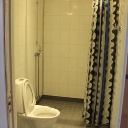 Die Sanitäranlagen im Gruppenhaus Sommarhagen in Schweden.