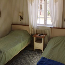 Doppelzimmer im schwedischen Gruppenhaus am See Vägsjöförs Herrgård