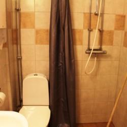 Sanitärbereich im schwedischen Gruppenhaus am See Vägsföjors Herrgåard