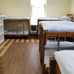 Mehrbettzimmer im Gruppenhaus Ljutomer in Slowenien.