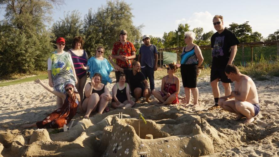 GRC2 Strand am griechischen Feriencamp Strandlodge direkt am Mittelmeer für Menschen mit Behinderung