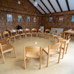 Ein Gruppen- und Aufenthaltsraum im Gruppenhaus Heliand in Deutschland.