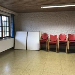 defu Ein Gruppenraum im deutschen Freizeithaus Fuchsbau.