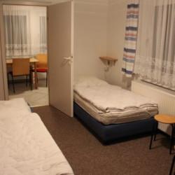 Ein Mehrbettzimmer im Freizeithaus Greifswalder Bucht in Deutschland an der Ostsee.