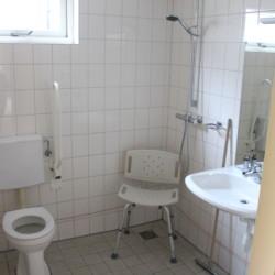 nlpo Ein handicapgerechtes Badezimmer im Hotel de Postelhoef in den Niederlanden.