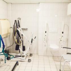 Die Pflegemittel im handicapgerechten niederländischen Gruppenhaus Follenhoegh.