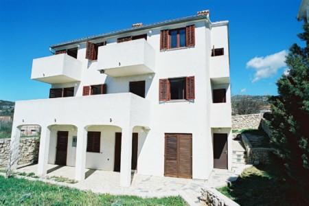 Außenansicht des kroatischen Freizeitheims Haus Martin am Mittelmeer
