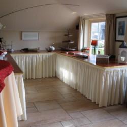Speisesaal mit Buffet im niederländischen Freizeithaus De Boerschop.