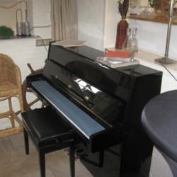 Klavier im niederländischen Gruppenhaus De Boerschop für Gruppenreisen.
