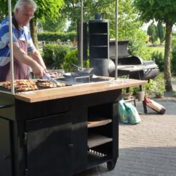 Grillabend am niederländischen Freizeitheim De Boerschop für barrierefreie Gruppenreisen.
