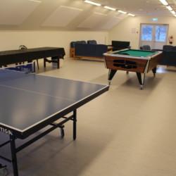 Billard und Tischtennis im norwegischen Freizeitheim Ognatun.