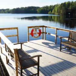 Badestelle am schwedischen Gruppenhaus bei Stockholm