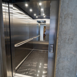 Fahrstuhl im barrierefreien Gruppenhaus Moselschleife in Deutschland