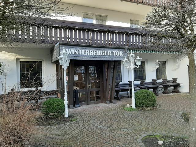 Terrasse im Winterberger Tor im Sauerland für behinderte Menschen und Rollstuhlfahrer