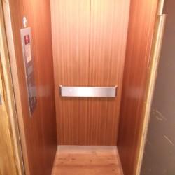 Fahrstuhl im barrierefreien Gruppenhaus Winterberger Tor im Sauerland in Deutschland