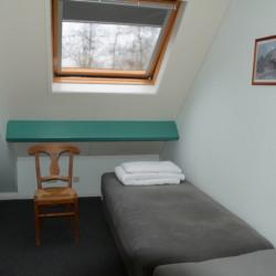 Das Dreibettzimmer im handicapgerechten niederländischen Gruppenhaus Follenhoegh.