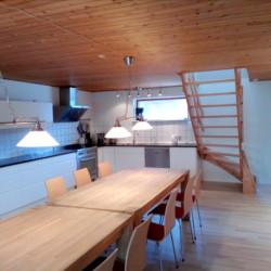 Speisesaal im dänischen Gruppenhaus für Jugendfreizeiten auf der Insel Skovly Langeland