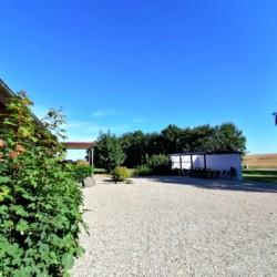 Außengelände des dänischen Gruppenhauses Skovly Langeland auf der Insel