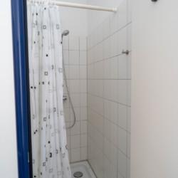 Badezimmer im Gruppenhaus Forsthaus Eggerode im Harz in Deutschland für Kinderfreizeiten