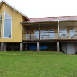 Die Panoramafenster des Gruppenhauses Ängögarden weisen zum Meer.