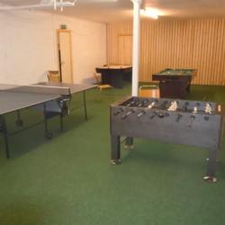 Der Aktivitätsraum mit Kicker und Tischtennis im norwegischen Gruppenhaus Hallingald