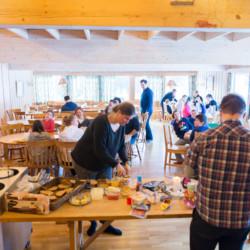 Der Speisesaal im Selbstverpfleges Gruppenhaus Hallingdal
