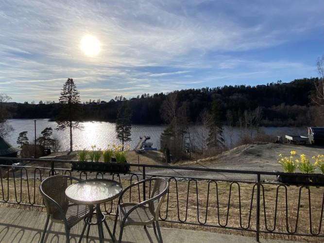 Das norwegische Gruppenhaus für Jugendfreizeiten am See Solstrand
