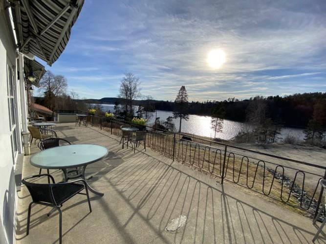 Das norwegische Gruppenhaus am See Solstrand